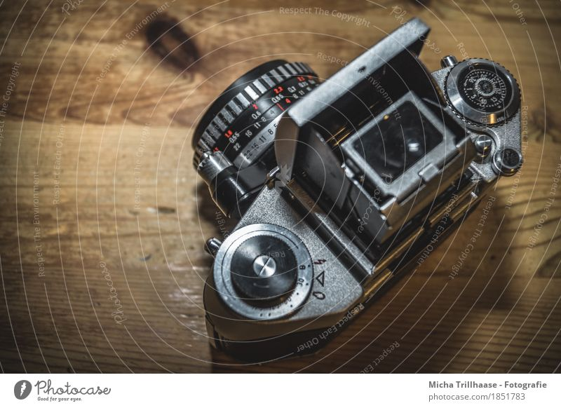 Analogue photo camera Design Leisure and hobbies Take a photo Furniture Table Work and employment Profession Photographer Business Camera Technology Wood Metal