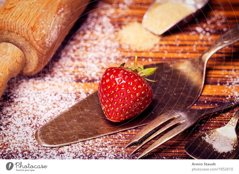 Grandma bakes cake Food Fruit Dough Baked goods Dessert Strawberry Strawberry pie Cake Baking Confectioner`s sugar Nutrition To have a coffee Cutlery
