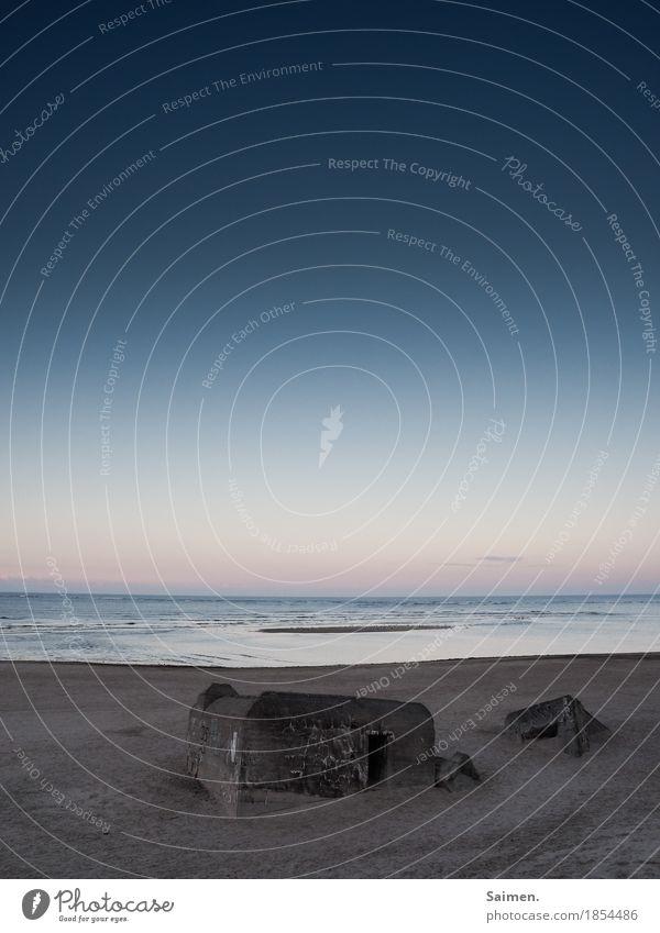 Bunker im Sonnenaufgang Strand Meer Ozean zweiter Weltkrieg historisch Mahnmal Mahnung Dänemark Abwehr Verteidigung