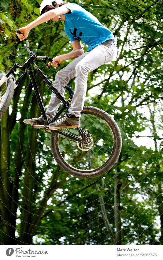 flown out Lifestyle Joy Leisure and hobbies Sports Cycling Bicycle BMX bike Sporting Complex Skater circuit Human being Masculine Young man Youth (Young adults)
