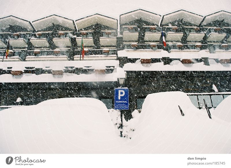 Vacation & Travel Winter House (Residential Structure) Snow Building Snowfall Car Weather Flat (apartment) Tourism Climate Roof Flag Many Gastronomy Hotel
