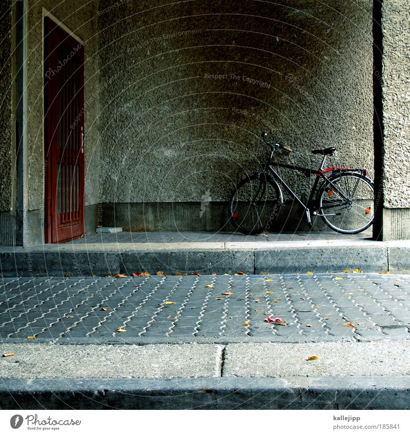 turned off Lifestyle Leisure and hobbies Bicycle Wall (barrier) Wall (building) Door Transport Thrifty Entrance Highway ramp (entrance) Courtyard