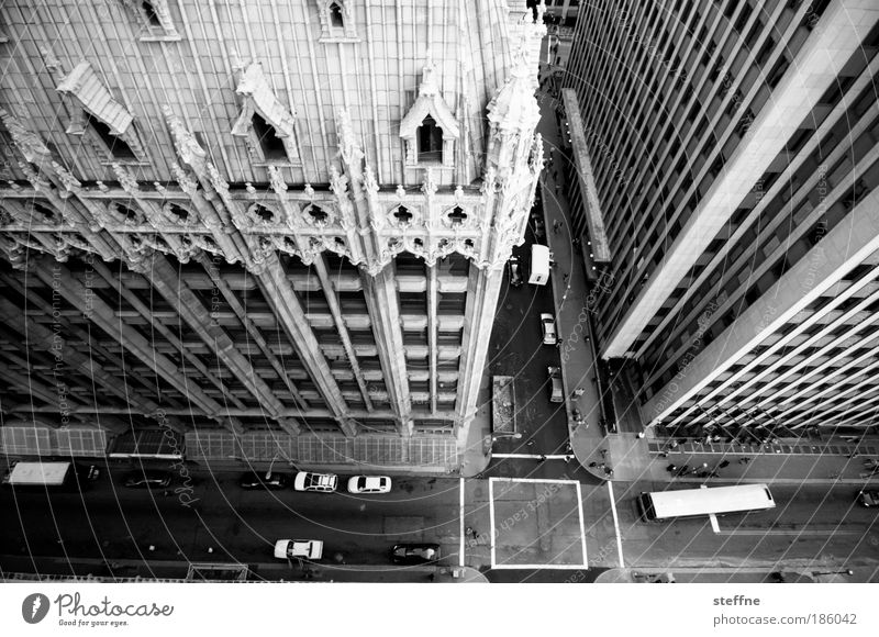 downtown Pittsburgh USA Downtown High-rise Facade Transport Motoring Street Crossroads Vehicle Car Bus Town Esthetic Decadence Life Calm Black & white photo