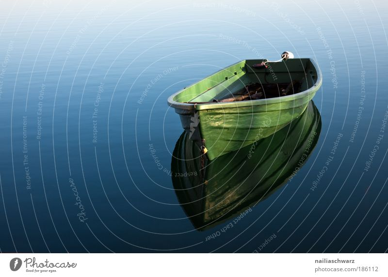 The boat Environment Nature Water Navigation Inland navigation Boating trip Rowboat To swing Esthetic Simple Wet Blue Green Contentment Loneliness Colour photo