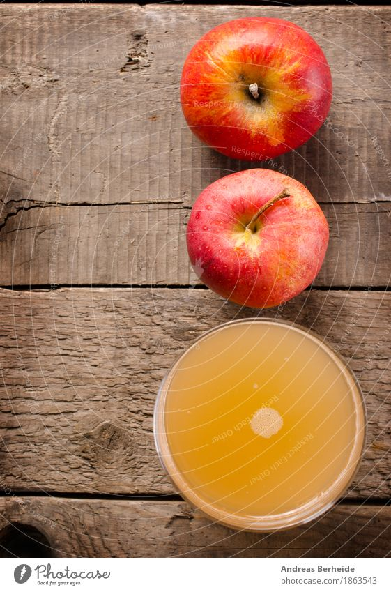 apple juice Food Fruit Apple Nutrition Breakfast Organic produce Beverage Juice Glass Healthy Eating Diet Colour photo Studio shot Flash photo