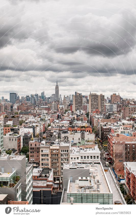 Town Clouds House (Residential Structure) Dark Architecture High-rise Esthetic Vantage point Skyline Downtown Famousness Bad weather Manhattan Storm clouds New York City Soho