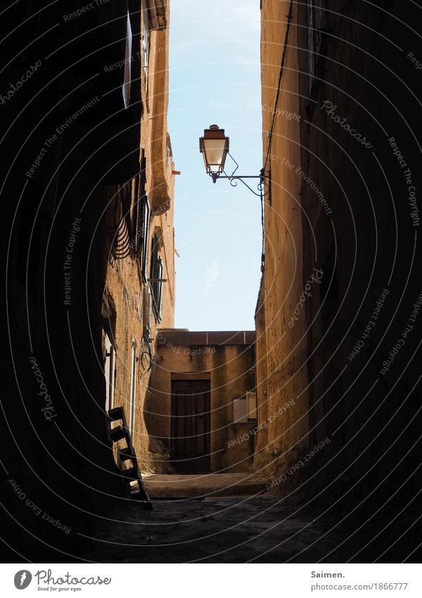 tunnel vision Manmade structures Building Wall (barrier) Wall (building) Facade Window Old Italy Vacation & Travel Street lighting Alley Palett Sicily Sky Lamp
