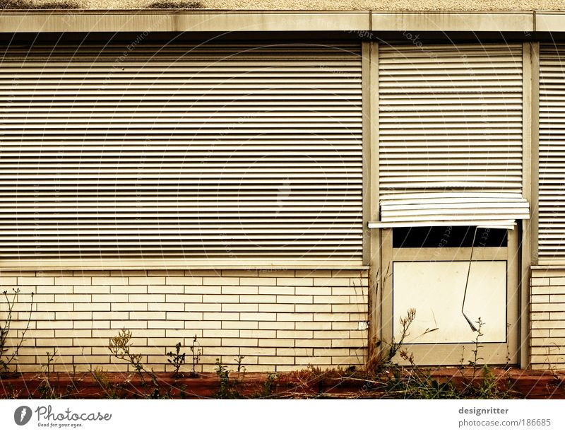 Vacation & Travel House (Residential Structure) Window Door Dirty Poverty Closed Broken Grief Luxury Moving (to change residence) Fatigue Economy Retirement Trade Insolvency
