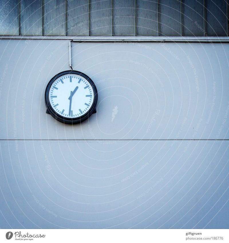 Who was shooting the clock...? Clock Manmade structures Building Wall (barrier) Wall (building) Accuracy exact punctually Prompt Measure Clock hand Wall clock