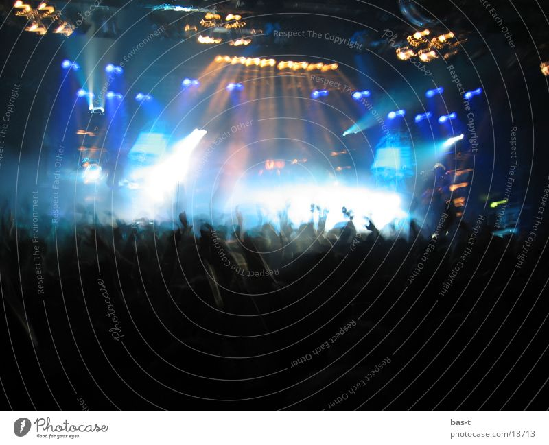 Human being Music Group Moody Disco Scream Concert String Crowd of people Stage Loudspeaker Disc jockey Warehouse Fan Loud Light show