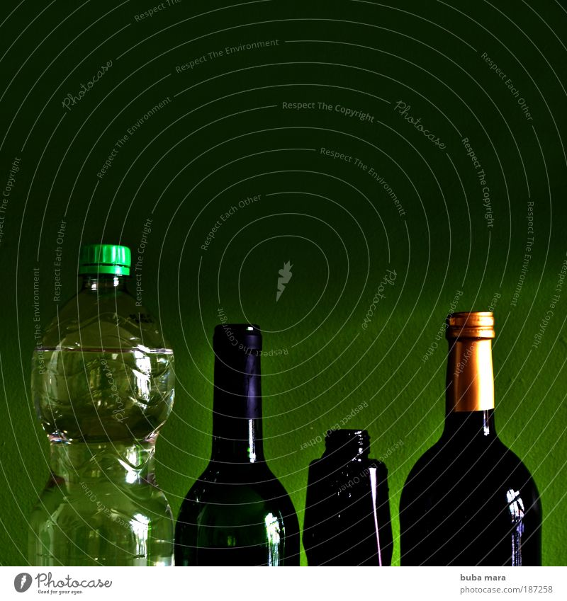 Green Water Lifestyle Flat (apartment) Living or residing Glass Cooking & Baking Beverage Kitchen Wine Sculpture Bottle Alcoholic drinks Cap Cold drink