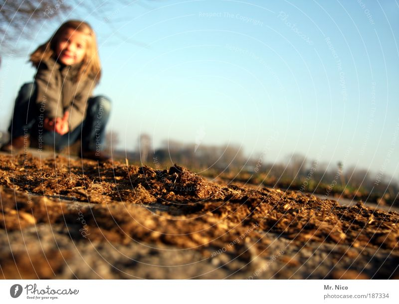 Nature Girl Child Brown Field Dirty Human being Environment Climate Feces Fragrance Disgust Beautiful weather Environmental pollution Shriveled Climate change