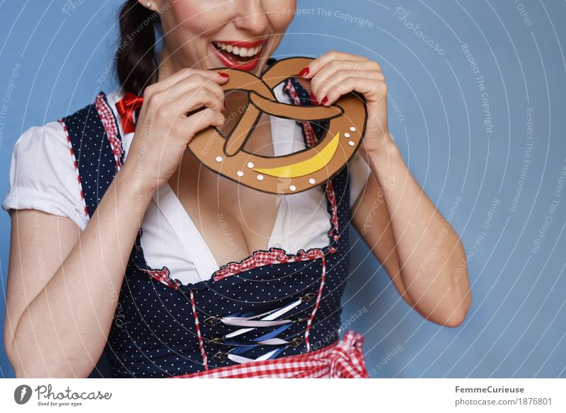 O'zapft is! (03) Feminine Young woman Youth (Young adults) Woman Adults 18 - 30 years 30 - 45 years Joy Traditional costume Candy Eating Pretzel Baked goods