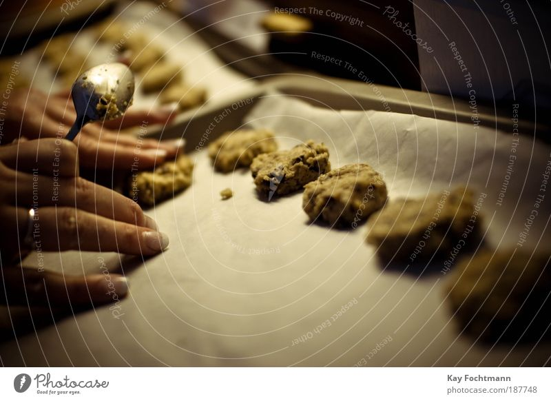 lump of food Dough Baked goods Spoon Harmonious Contentment Relaxation Living or residing Kitchen Human being Feminine Hand Fingers 1 Animal baking paper Tin