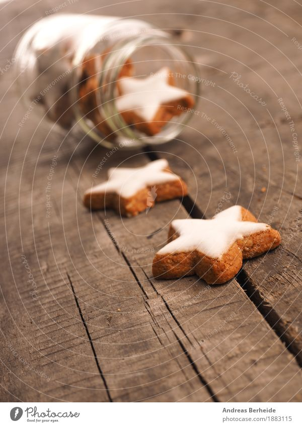 Christmas & Advent Sweet Delicious Candy Fragrance Baked goods Wooden table Dough Rustic Cookie Christmas biscuit Conventional Star cinnamon biscuit