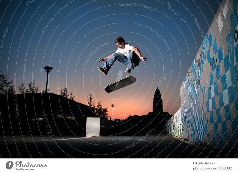 kickflip Extreme sports Skateboard Sports ground Man Adults 1 Human being Driving Jump Joy Bravery Cool (slang) Success Power Effort Esthetic Freedom