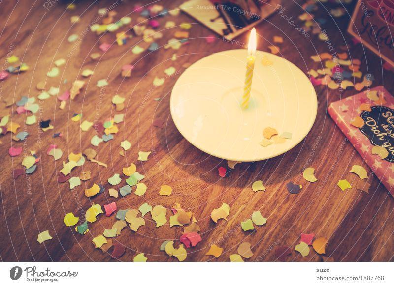 Old Joy Emotions Lifestyle Wood Happy Feasts & Celebrations Moody Together Friendship Leisure and hobbies Illuminate Decoration Retro Birthday Table
