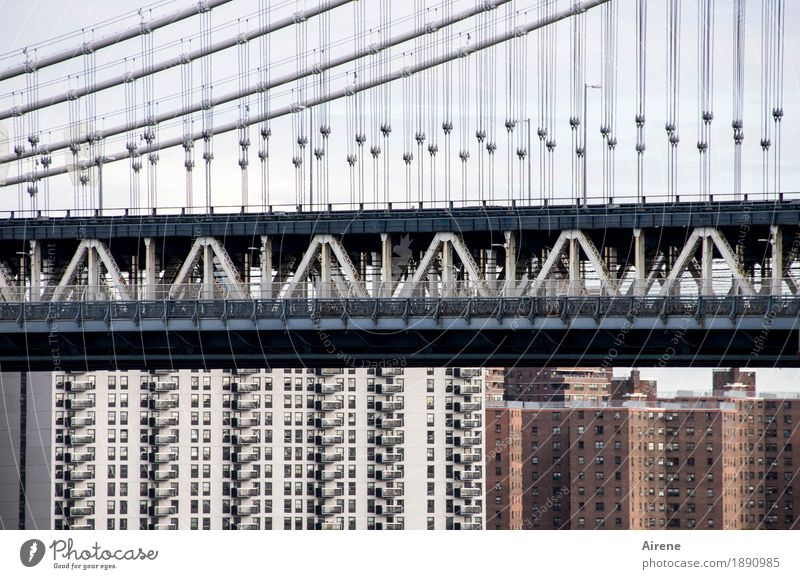 under or over New York City Americas Town Downtown High-rise Bridge Suspension bridge Facade Tourist Attraction Traffic infrastructure Rail transport Concrete
