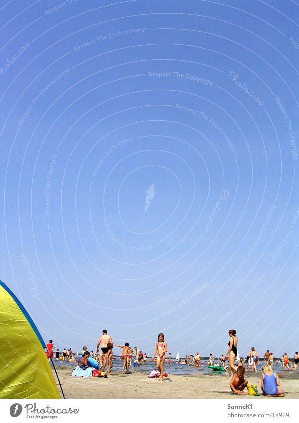 Sun Ocean Beach Relaxation Group Swimming & Bathing Sunbathing Crowd of people Sunshade