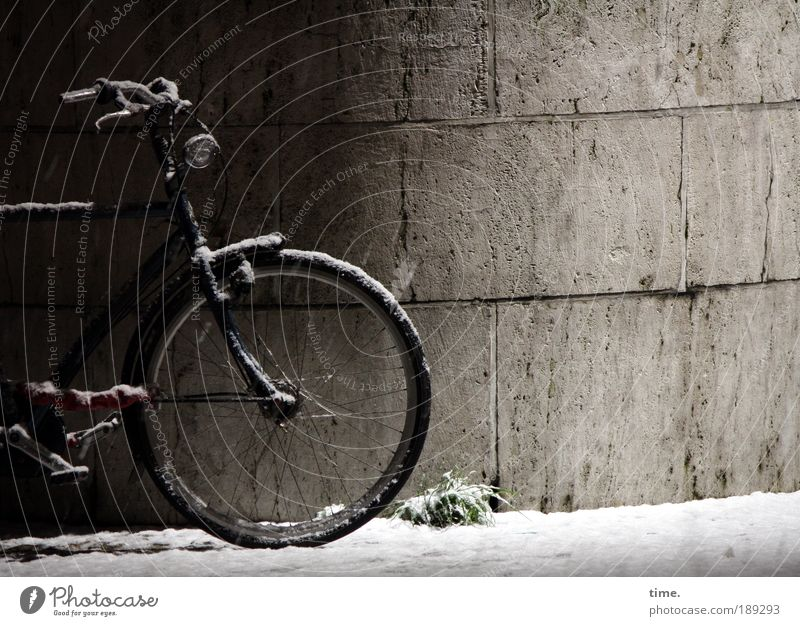 Winter Black Cold Snow Wall (barrier) Bicycle Metal Frost Stand Metalware Wheel Freeze Parking Half Bicycle frame