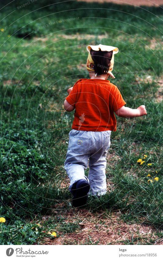 lina runs Child Meadow Lina Running