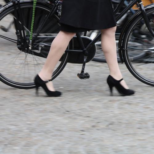 ladies' bike Bicycle Legs Road traffic Street Skirt Coat Footwear High heels Metal Going Walking Black Wheel Metalware linkage Bicycle frame Guard Pedal Spokes