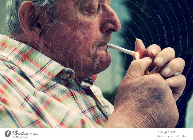 In eternal memory Smoking Masculine Male senior Man Grandfather Senior citizen Head Hand 1 Human being 60 years and older Wait Old Authentic Moody Peaceful