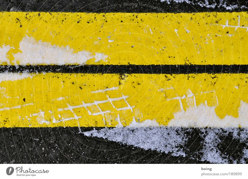 Winter Black Yellow Street Snow Ice Transport Arrangement Frost Tracks Stripe Traffic infrastructure Parking lot Smoothness Tire tread Signs and labeling