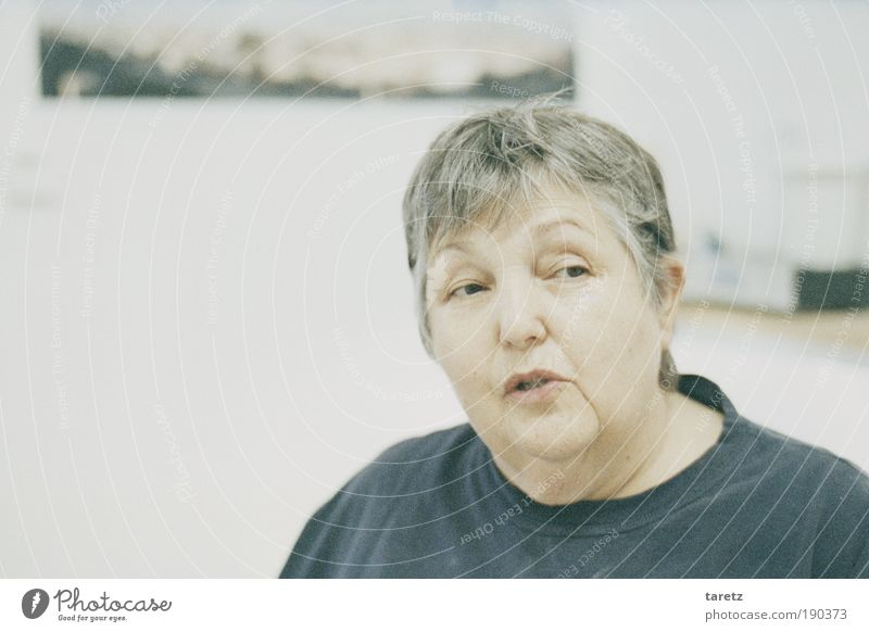Skepsis Flat (apartment) Female senior Woman Life Head 1 Human being 60 years and older Senior citizen Communicate Smiling To talk Looking Old Authentic Fat