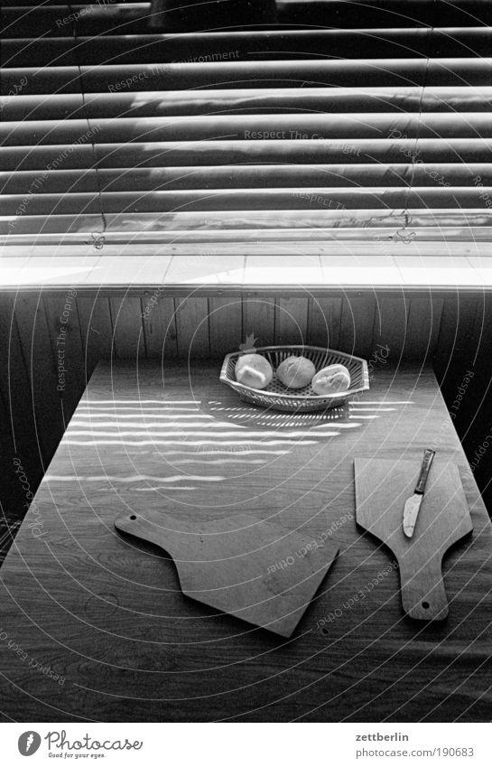kitchen Kitchen Breakfast Table Wooden board Chopping board Knives Basket m bread roll Window Venetian blinds Roller blind Roller shutter Closed Summer