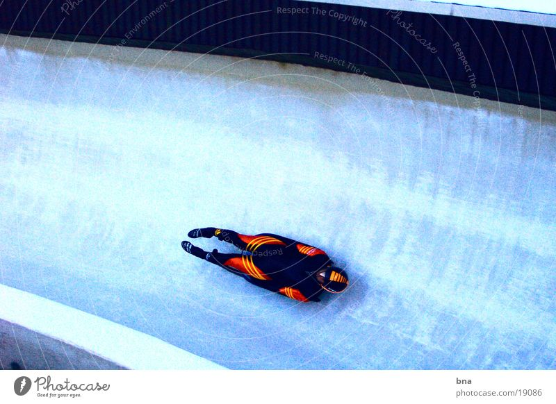 Ice cold - lightning fast Sledding Toboggan run Speed Extreme sports ice tunnel Bobsleigh track luge Professional Aerodynamics Narrow Posture 1 Downward