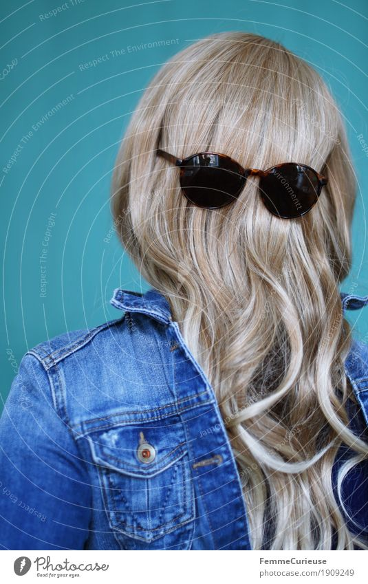 Human being Woman Youth (Young adults) Young woman 18 - 30 years Adults Feminine Hair and hairstyles Glittering Hair 13 - 18 years Blonde Turquoise Long-haired Curl Sunglasses