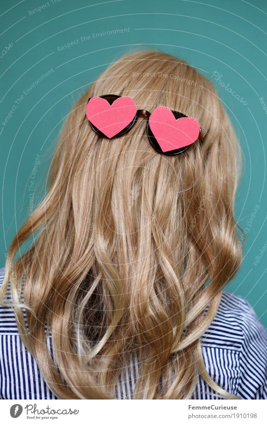 Human being Woman Youth (Young adults) Young woman 18 - 30 years Adults Love Feminine Hair and hairstyles Pink Glittering 13 - 18 years Blonde Heart Mysterious