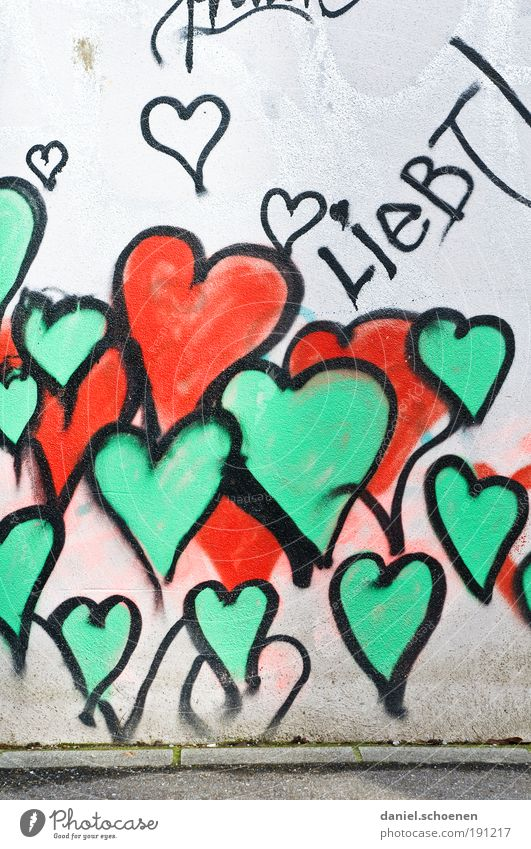 loves!!!! Sign Graffiti Heart Green Red Emotions Happy Happiness Joie de vivre (Vitality) Love Infatuation Relationship Colour Hope Passion Wall (building)
