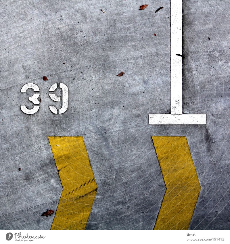 thirty-nine Concrete Digits and numbers Arrow Yellow Gray White T-piece Asphalt Parking lot Parking space Corner Scrape Scratch mark Skid marks Imprint 3 9