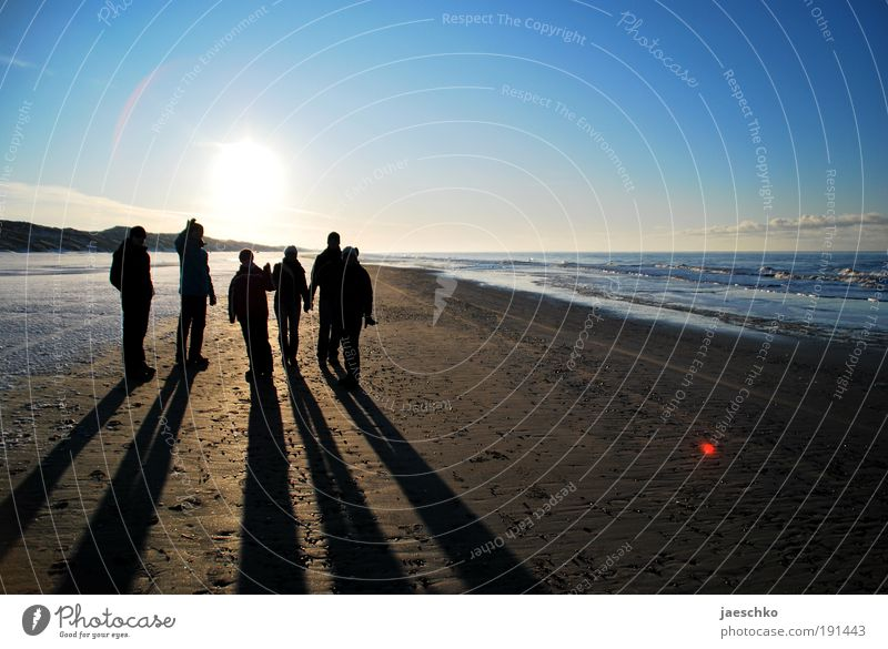 Looking for Freedom Harmonious Well-being Contentment Vacation & Travel Sun Beach Winter Snow Human being Friendship 6 Group Landscape Cloudless sky Sunlight