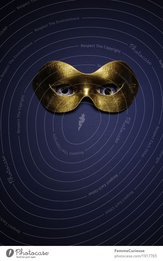 In sight (02) Eyes Fear Mask Hide Anonymous Agent Mysterious Confidant Gold Blue Carnival Dress up Creepy Alarming Masked ball Expression Intensive Looking