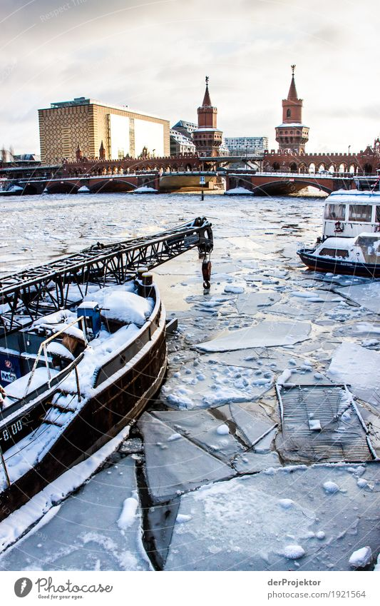 Frosty times at the Oberbaum Bridge Vacation & Travel Tourism Trip Sightseeing City trip Cruise Winter Ice River bank Capital city Outskirts Manmade structures