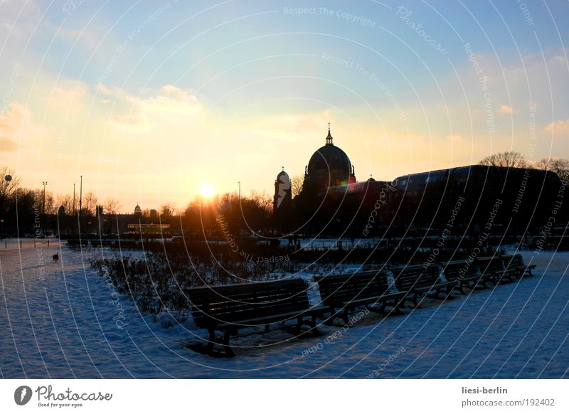 Sky Sun Loneliness Berlin Places Tourism Culture Manmade structures Beautiful weather Landmark Downtown Dome Downtown Berlin Tourist Attraction Park bench