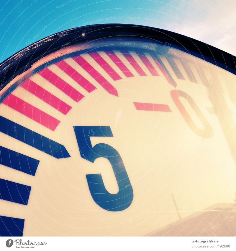 Water Blue Ocean Yellow Metal Weather Glass Pink Large Clock Climate Empty Threat Round Digits and numbers Harbour