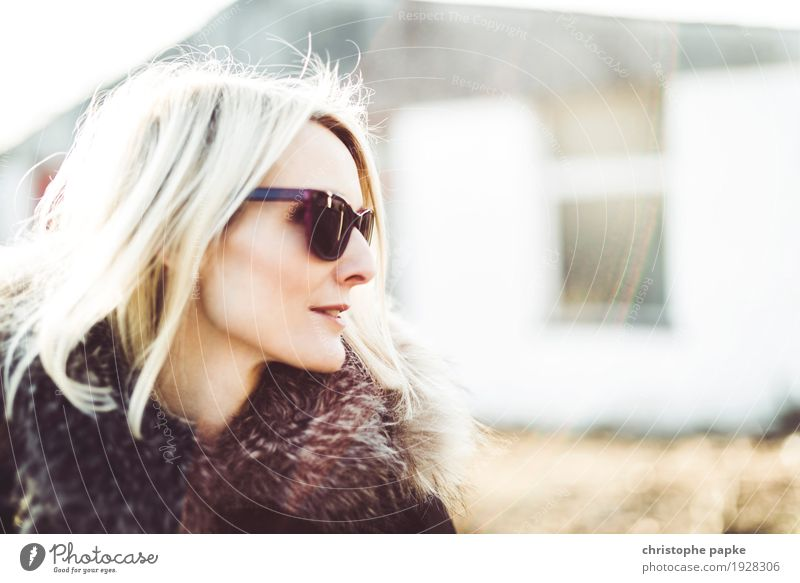 Sideview Feminine Young woman Youth (Young adults) Woman Adults 1 Human being 18 - 30 years 30 - 45 years Sunglasses Blonde Cool (slang) Hip & trendy Beautiful
