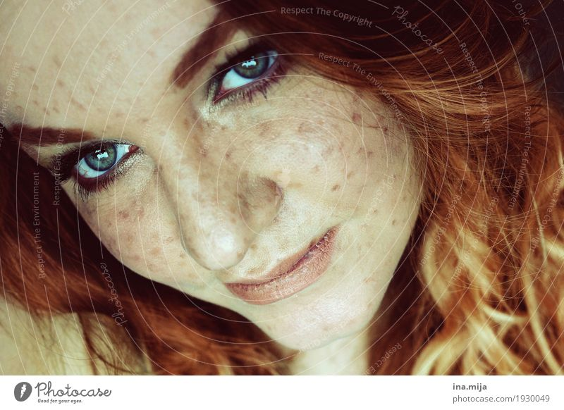 Woman with freckles Human being Feminine Young woman Youth (Young adults) Adults Life Hair and hairstyles Face 1 18 - 30 years 30 - 45 years Red-haired