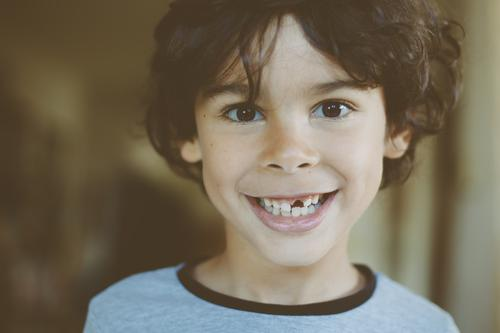 gap between one's teeth Masculine Child Boy (child) Infancy 1 Human being 3 - 8 years Smiling Laughter Authentic Brash Happiness Happy Funny Joy