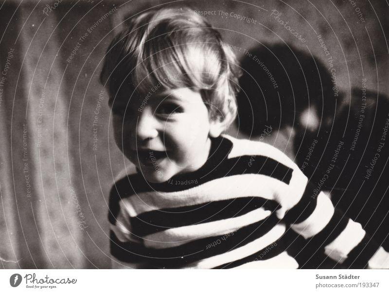Child Joy Boy (child) Movement Happy Blonde Happiness Joie de vivre (Vitality) Infancy Trashy Friendliness Wallpaper GDR Sweater Toddler Brunette