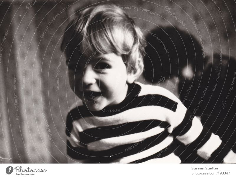 Look! Boy (child) 1 - 3 years Toddler 3 - 8 years Child Infancy Sweater Brunette Blonde Short-haired Bangs Movement Smiling Brash Friendliness Happiness Happy