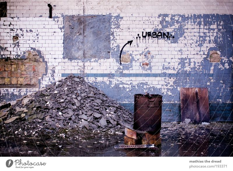 Old City Cold Dark Wall (building) Graffiti Building Wall (barrier) Dirty Facade Characters Exceptional Threat Transience Trash