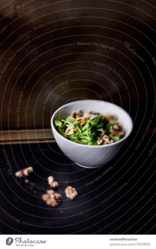 Noodles with broccoli and walnuts Food Vegetable Lettuce Salad Dough Baked goods Broccoli Walnut Nutrition Lunch Dinner Vegetarian diet Bowl Healthy