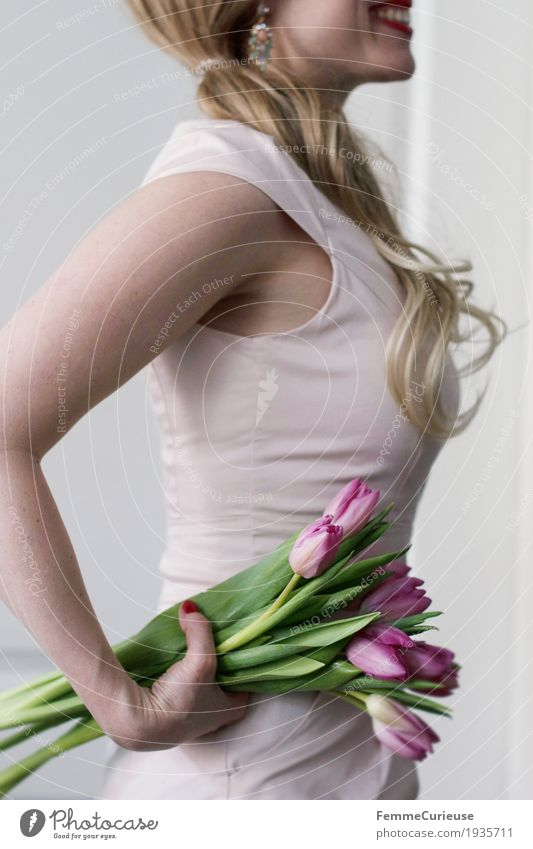 Spring_05 Feminine Young woman Youth (Young adults) Woman Adults 1 Human being 18 - 30 years 30 - 45 years Flower Bouquet Tulip Pink Pastel tone Blonde Braids