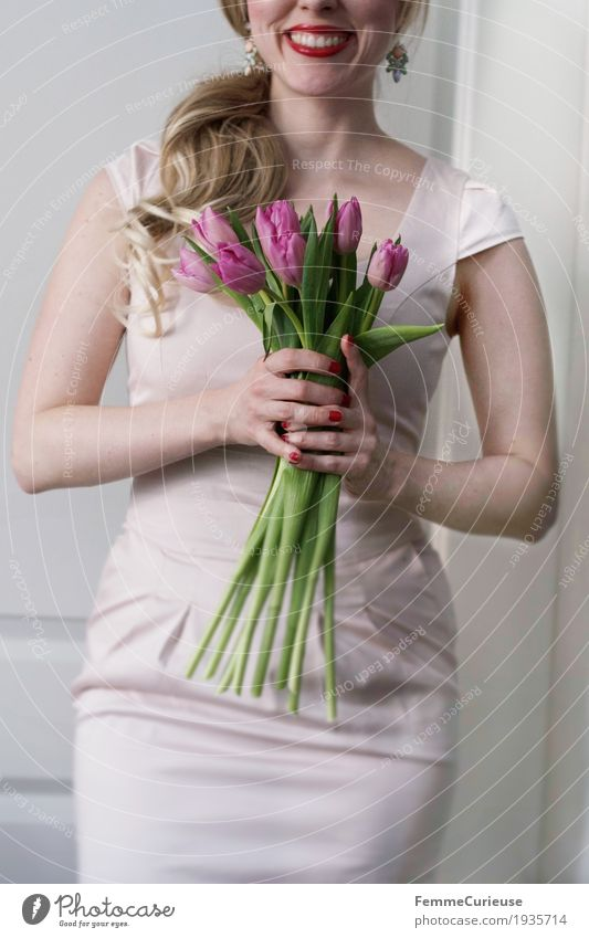 Spring_01 Feminine Young woman Youth (Young adults) Woman Adults Human being 18 - 30 years 30 - 45 years Valentine's Day Bride Wedding Flower Bouquet Tulip Pink