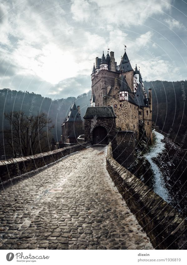 what eltz?! [6] Tourism Trip Adventure Sightseeing Winter Deserted Castle Tower Gate Manmade structures Building Architecture Wall (barrier) Wall (building)